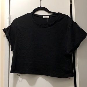 Black cropped T-shirt with cuff sleeves
